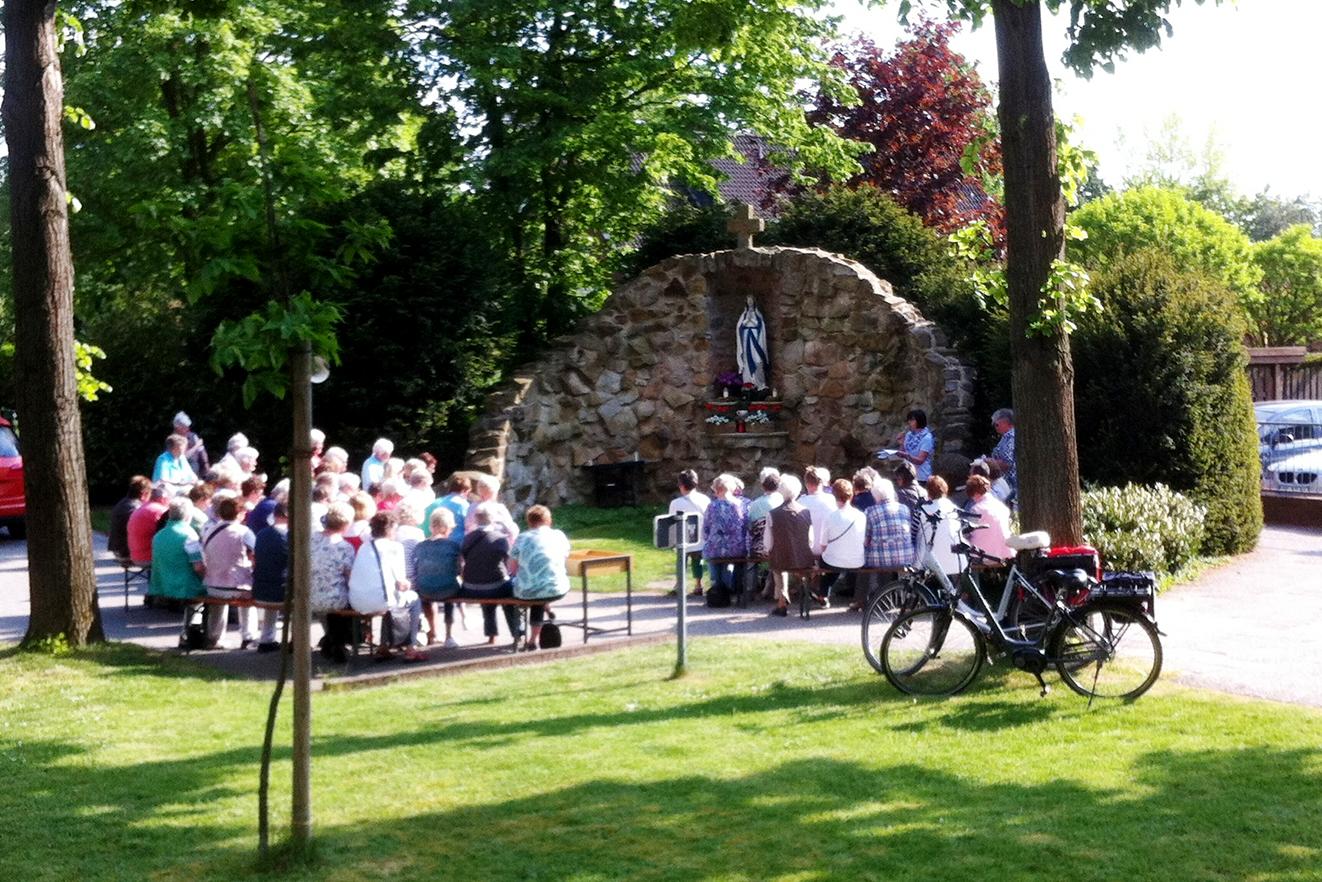 Maiandacht an der Lourdes-Grotte