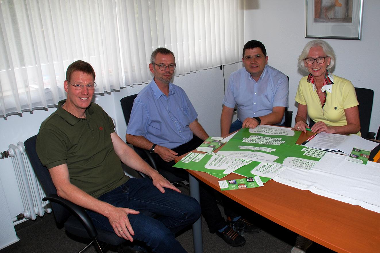 Der Wahlausschuss bei seinem Treffen mit v.l. Markus Weber, Pfarrer Thomas Hüwe, Matthias Höfker und Magdalena Fricke; auf dem Foto fehlt Albert Heinecke