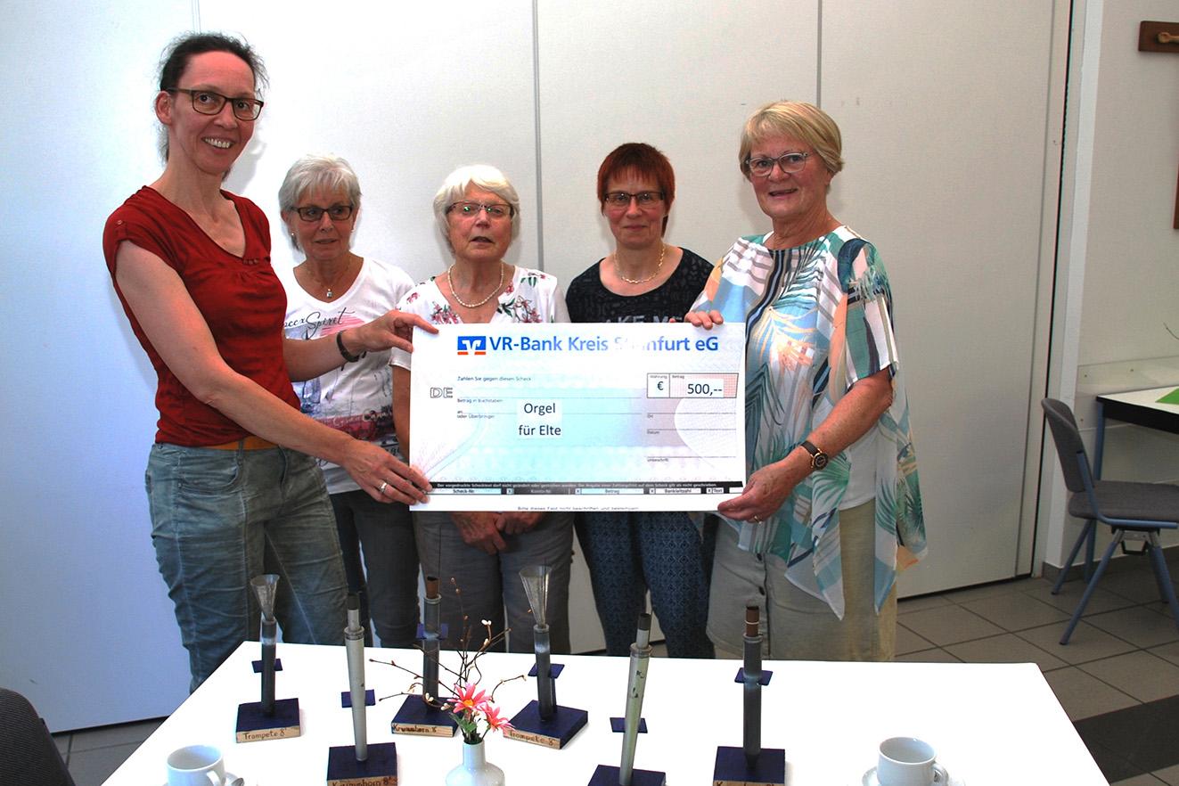 Sichtbar groß war die Freude bei der Spendenübergabe an v.l. Susann Kampling und dem Team mit Margret Stüper, Anneliese Hoffmann, Elke Engbert und Magda Lange