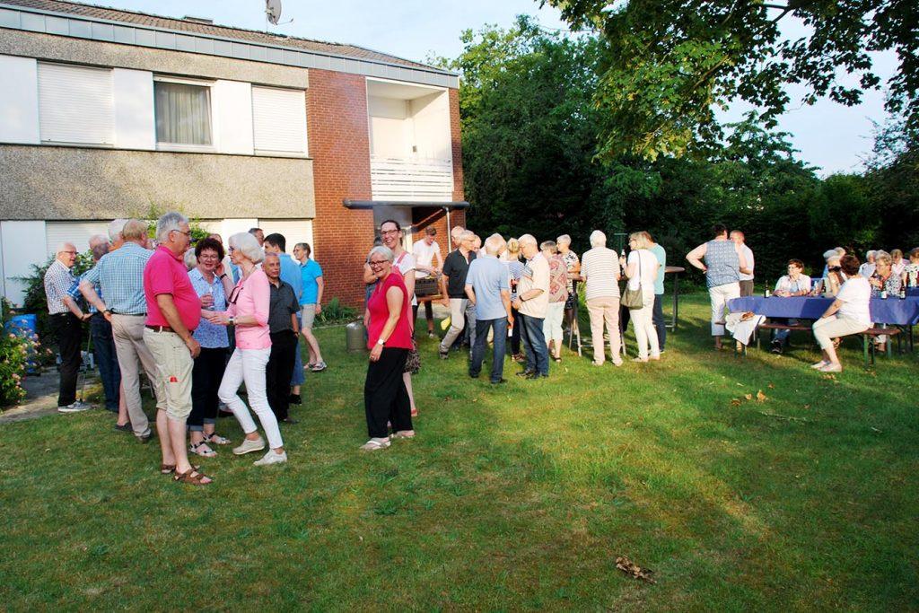 Zum gemütlichen Teil des Patronatsfestes trafen sich die Gäste in Pastors Garten